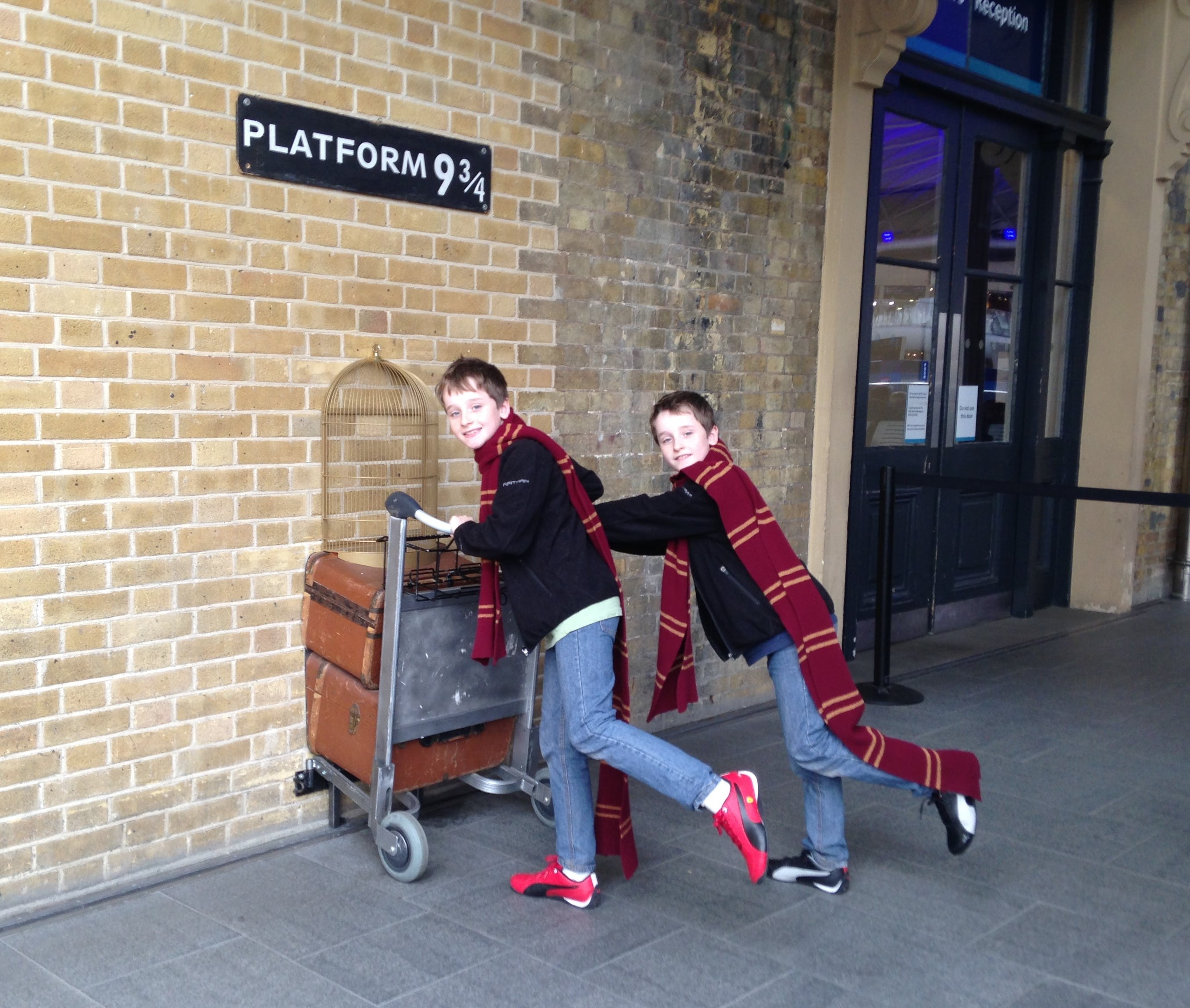 platform 9 3 4 kings cross station london kids