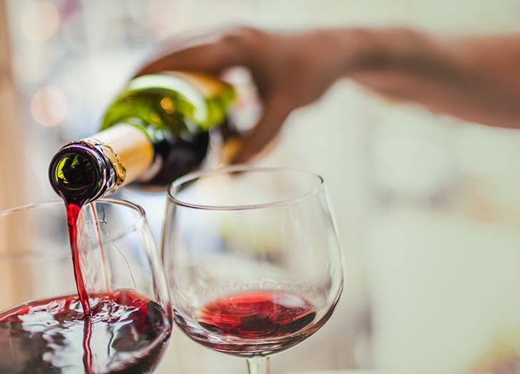 red wine pouring 524