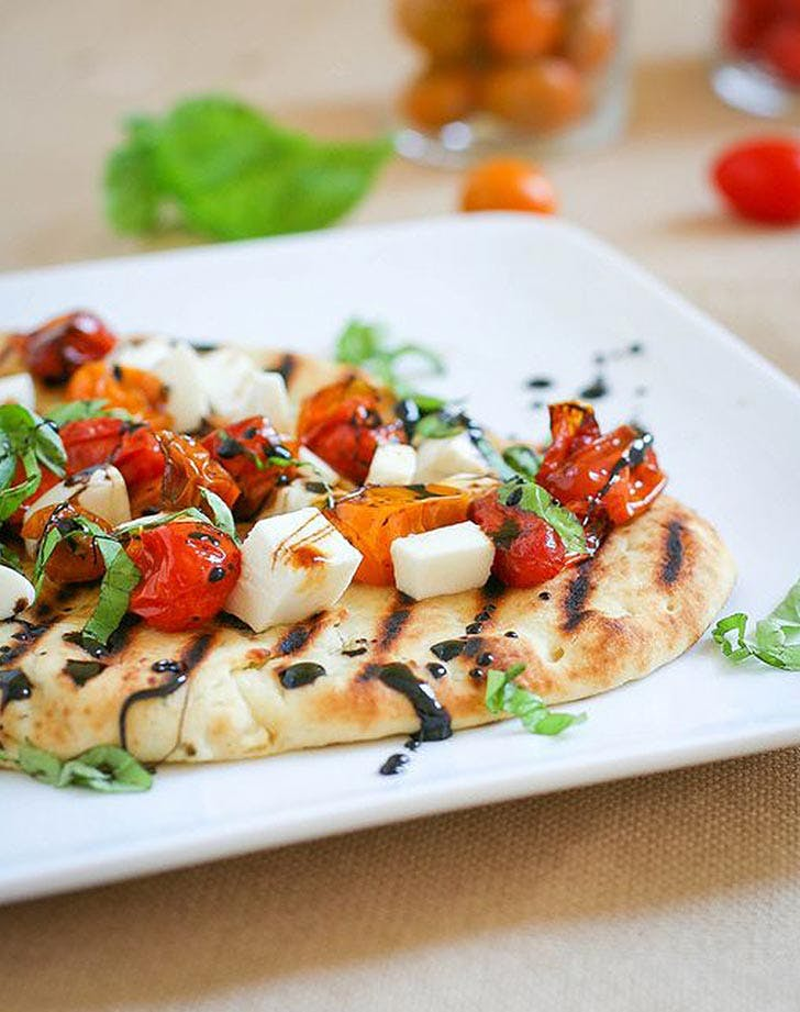 grilled caprese pizza basil 921