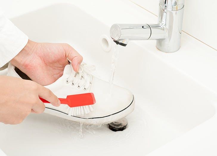 white sneaks shampoo