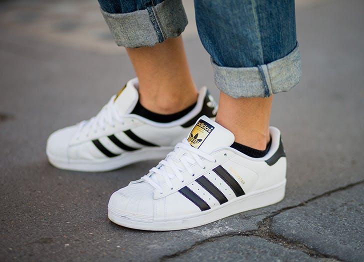 white sneaks shoelaces