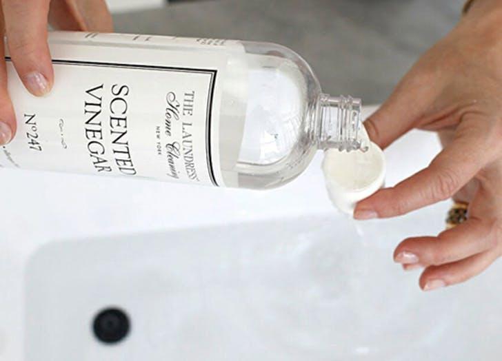 white sneaks vinegar