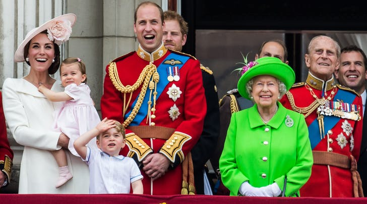 You Wont Believe the Delicious Foods the Queen Forbids from the Royal Familys Diet