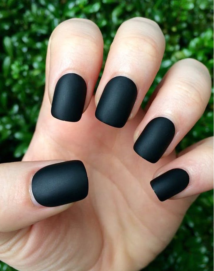 8 matte nail trends that look incredible purewow black matte solutioingenieria Image collections