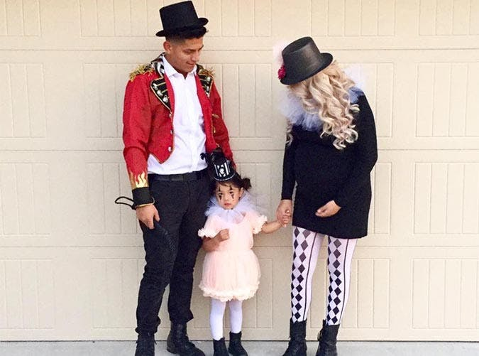 Circus troupe Hallween costume for families