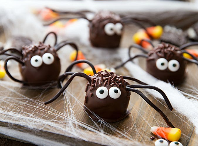 Oreo no bake truffle Halloween spiders