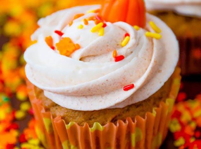 Pumpkin Halloween Cupcakes with Cinnamon Swirl Frosting