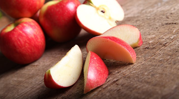 A Nifty Little Trick for Keeping a Sliced Apple from Going Brown