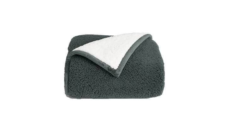 cozy blankets under 100 10