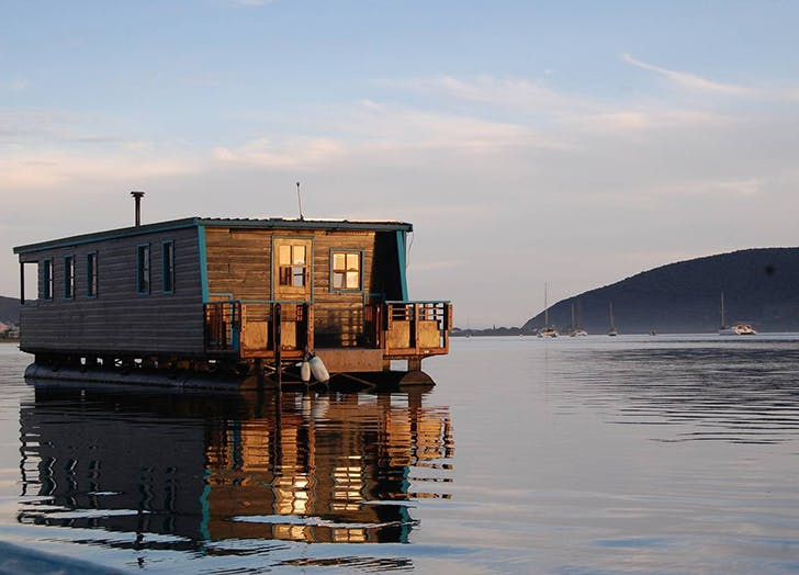 floating home airbnb 1