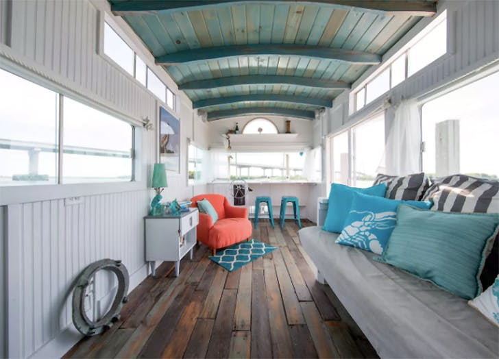 floating home airbnb 6