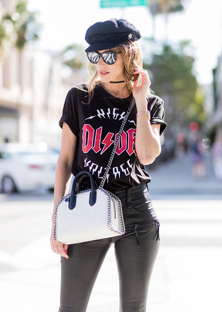 how to wear newsboy caps graphic tee