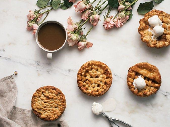 mini caramel chai spiced apple pies 501