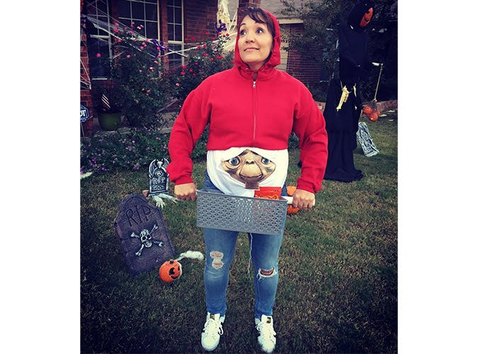 pregnant halloween costumes ET SLIDE