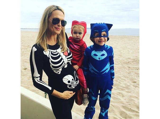 pregnant halloween costumes skeleton SLIDE