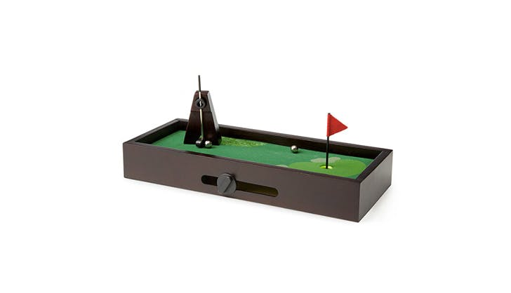 Gift ideas for bosses   desktop golf