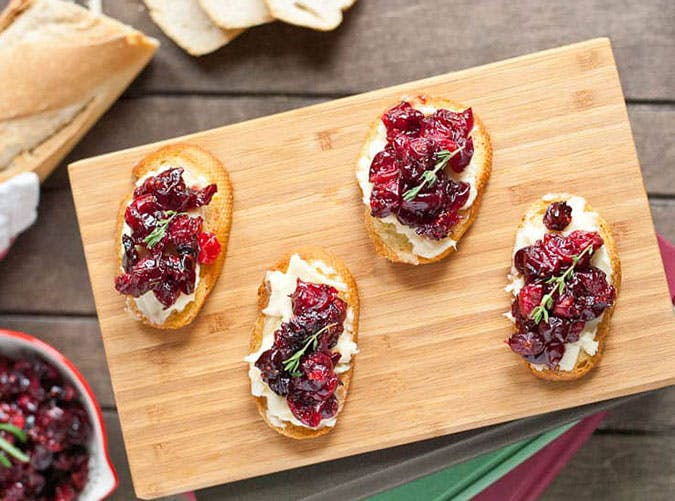 cranberry brie thanksgiving party appetizer crostini