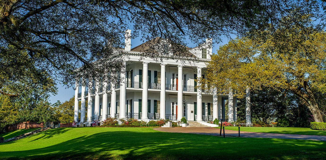 Cutest small towns in the south purewow for Small historic hotels