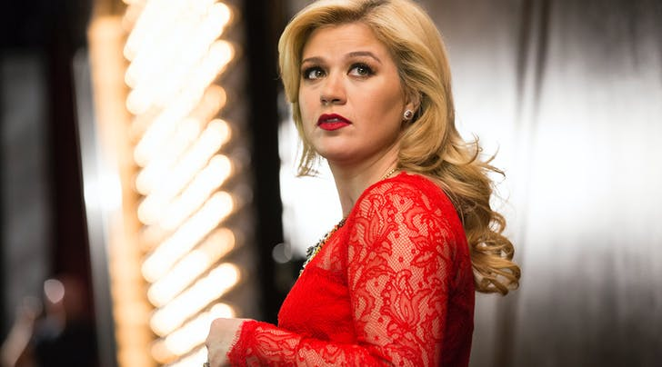 Kelly Clarkson Reveals Shes 'Stronger After Years of Bullying by Record Producer
