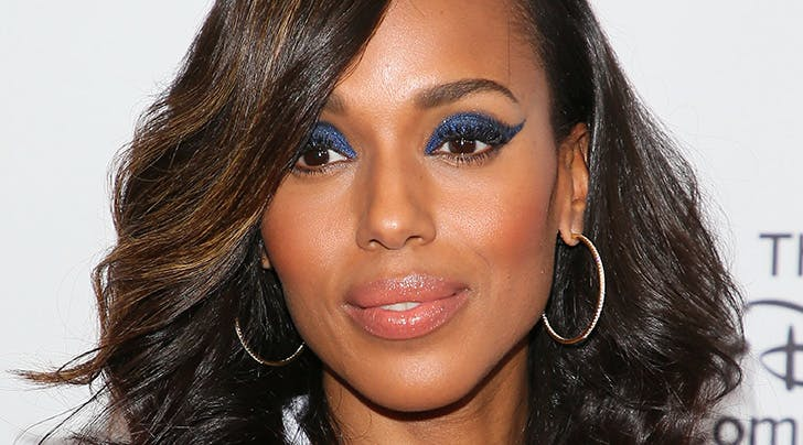 You Kind of Wont Believe How Good Kerry Washingtons Glittery Cat Eye Is