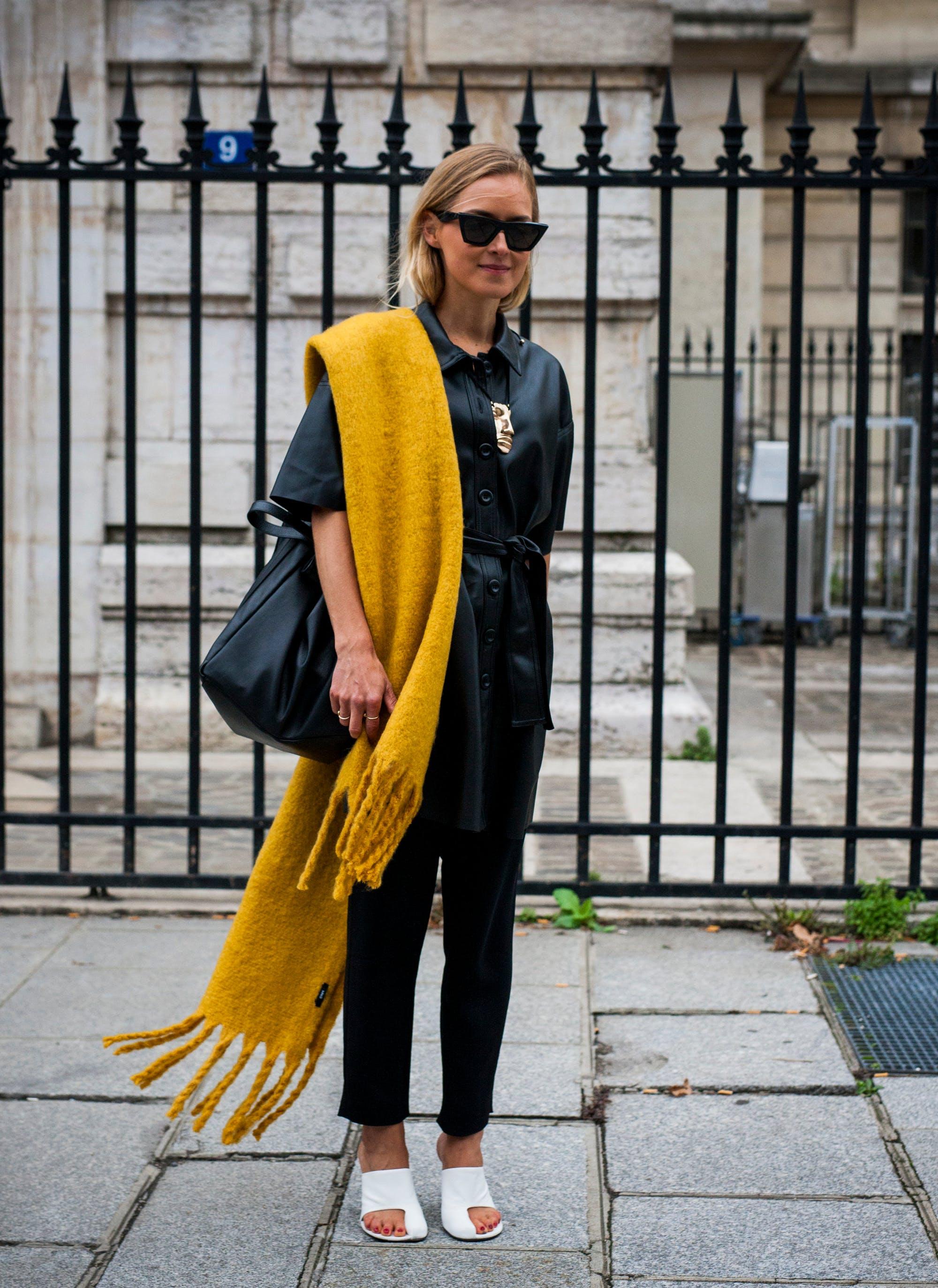 paris street style yellow scarf