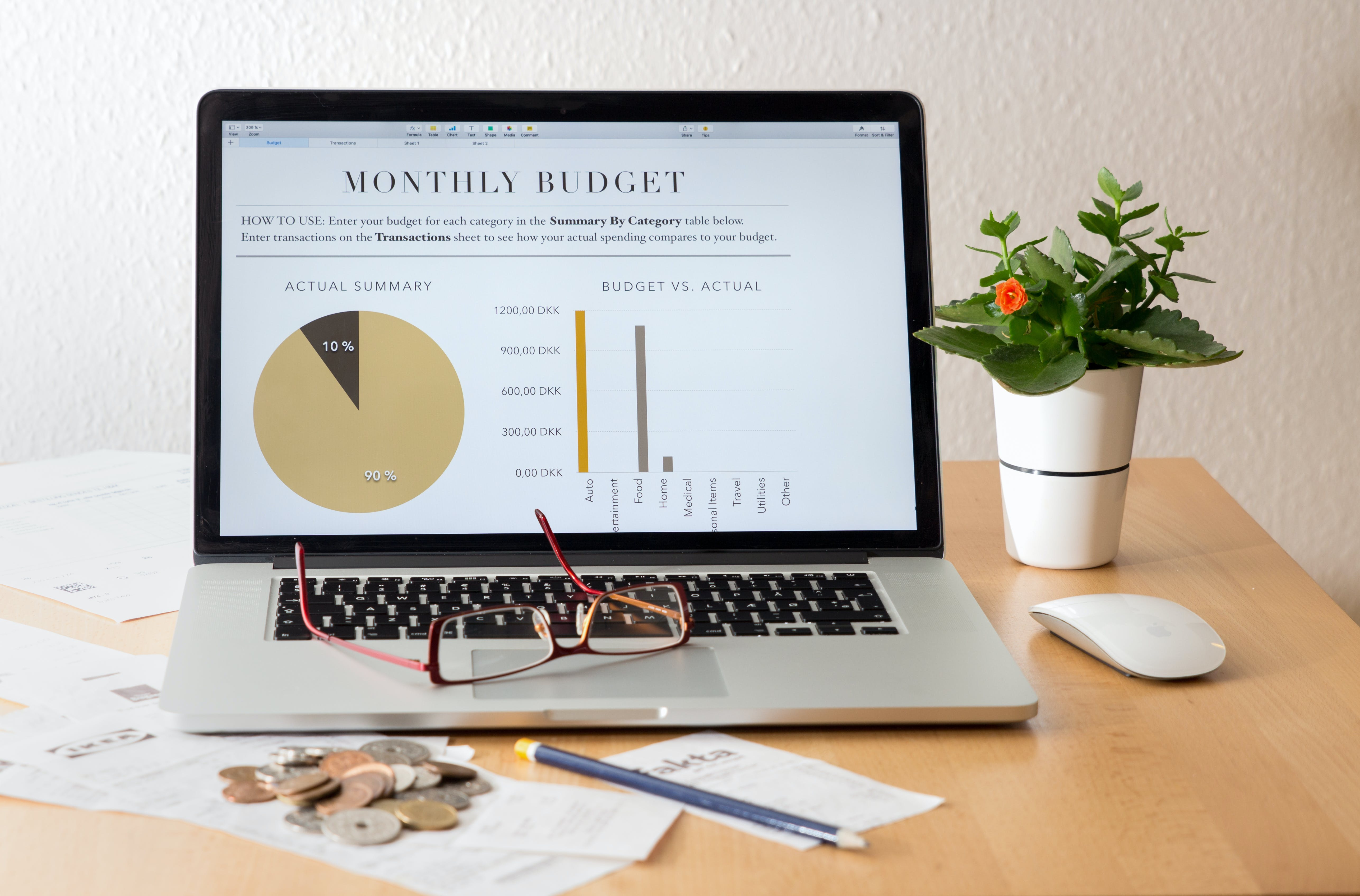 strengthen your marriage november Hammer Out a Holiday Budget