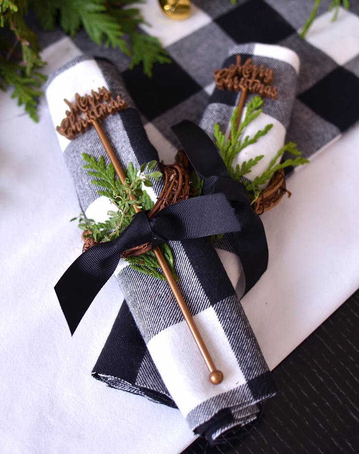 Black xmas decor holiday trend1
