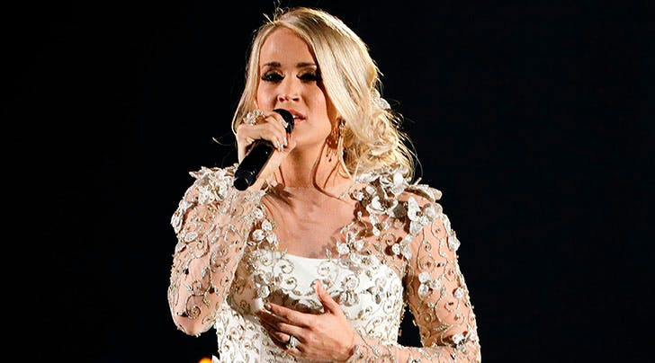 Carrie Underwood Performs Touching CMA Tribute for Victims of Las Vegas Shooting