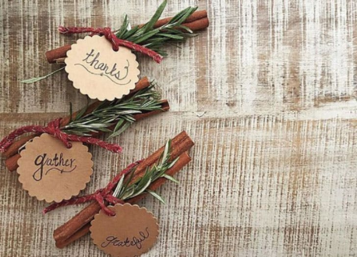 Cinnamon sticks and rosemary DIY Thanksgiving Place Cards