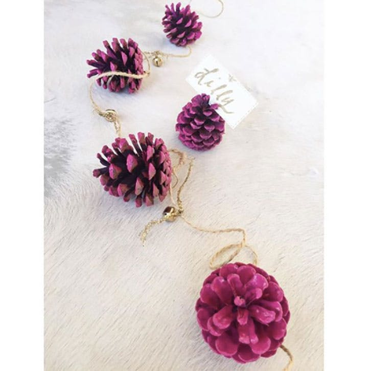 Colorful pine cones Christmas place card idea