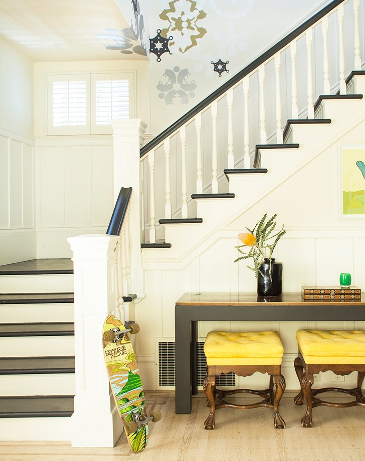 How To Decorate Staircase Twotonepaint1