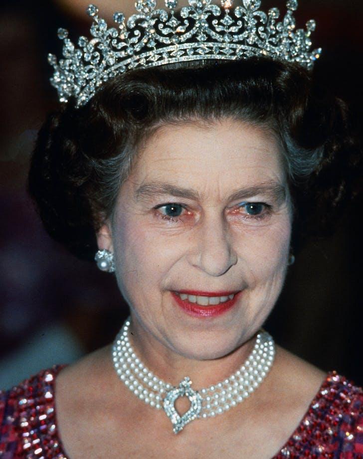 Queen Elizabeth pearl diamond choker
