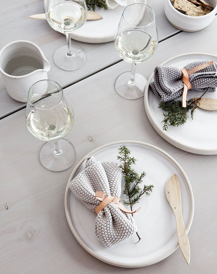 Scandinavian table holiday trend