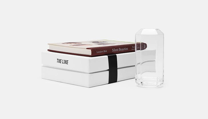 The Line invisible vase set