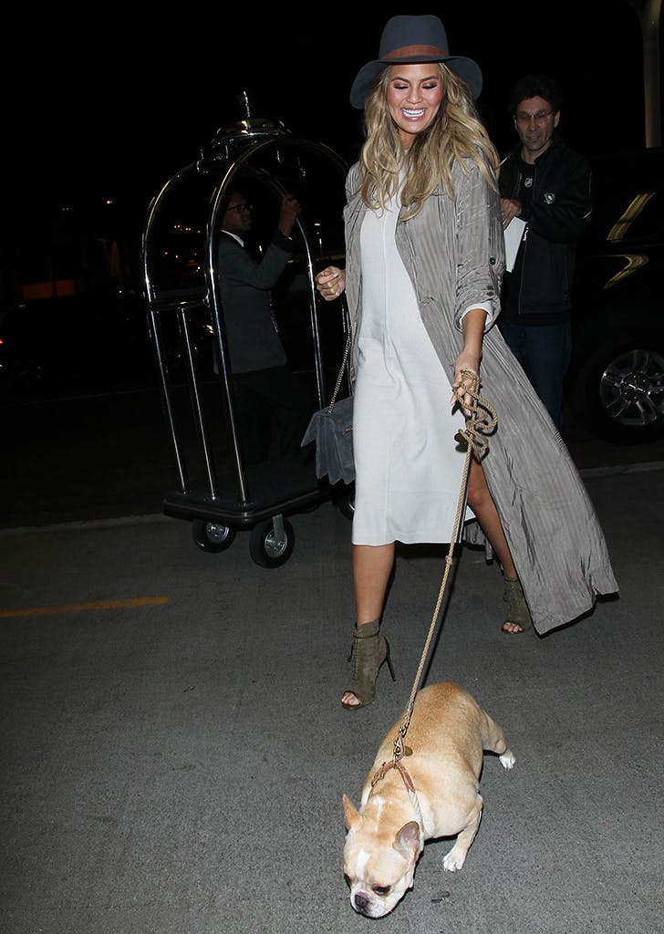 celebrity travel style chrissy teigen