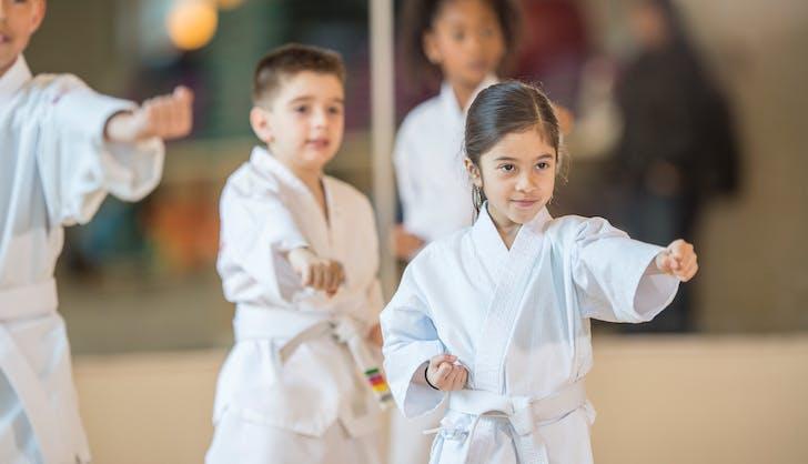children leaning jujitsu