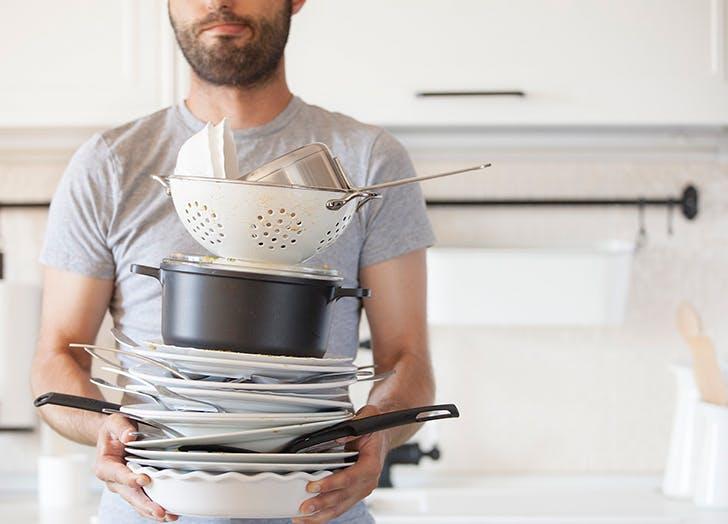 guy washing dishes1