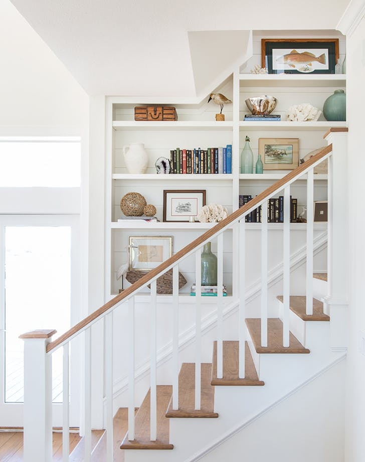 how to decortae staircase buitins