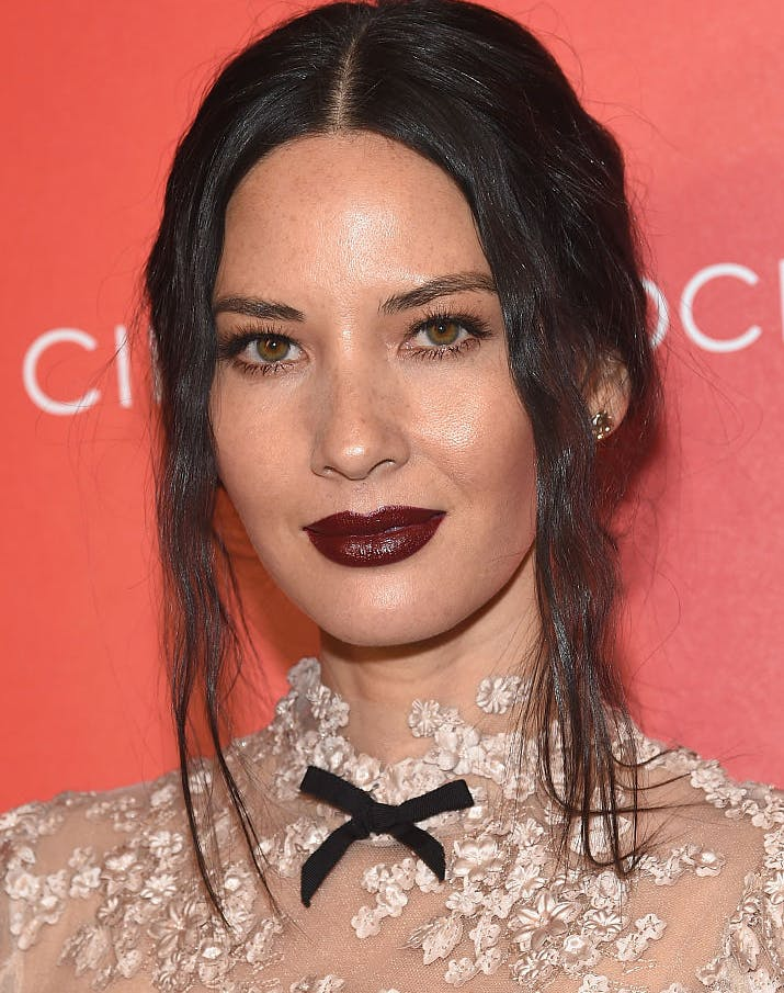 how to wear metallic makeup olivia munn