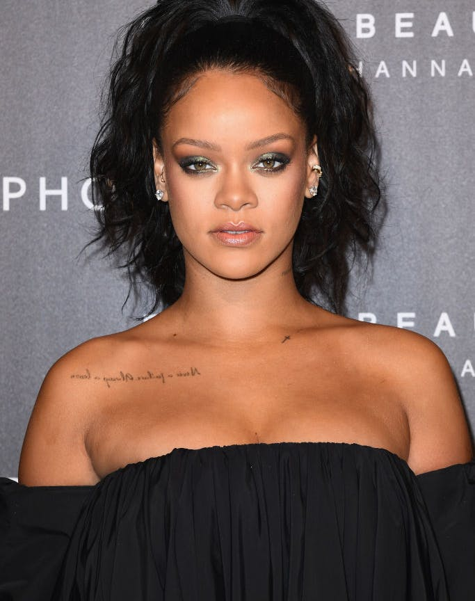 how to wear metallic makeup rihanna