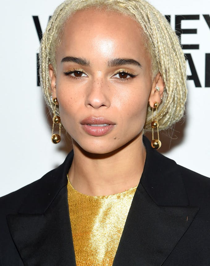 how to wear metallic makeup zoe kravitz