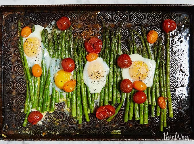 whole30 sheet pan eggs with asparagus 501
