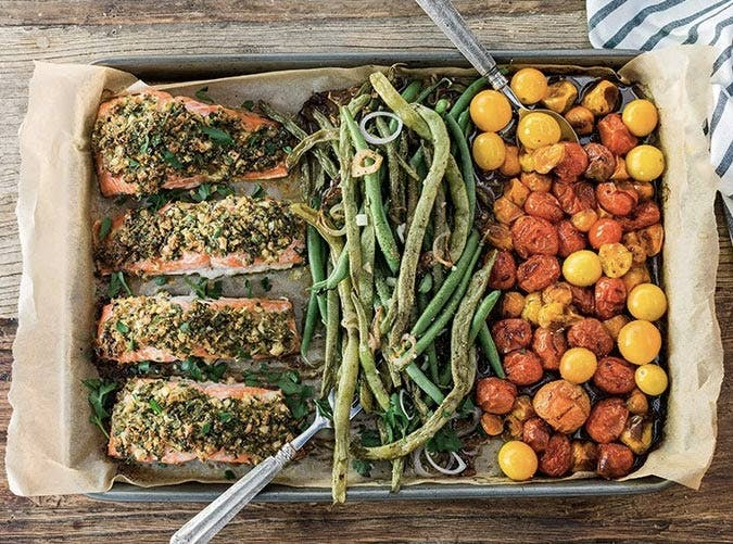 whole30 sheet pan herb salmon tomatoes green beans 501
