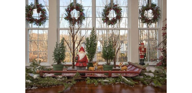A sleigh as a Christmas table decoration1