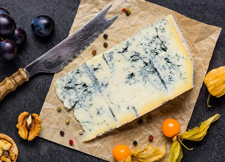 Blue Mold Gorgonzola Cheese with Fruits1