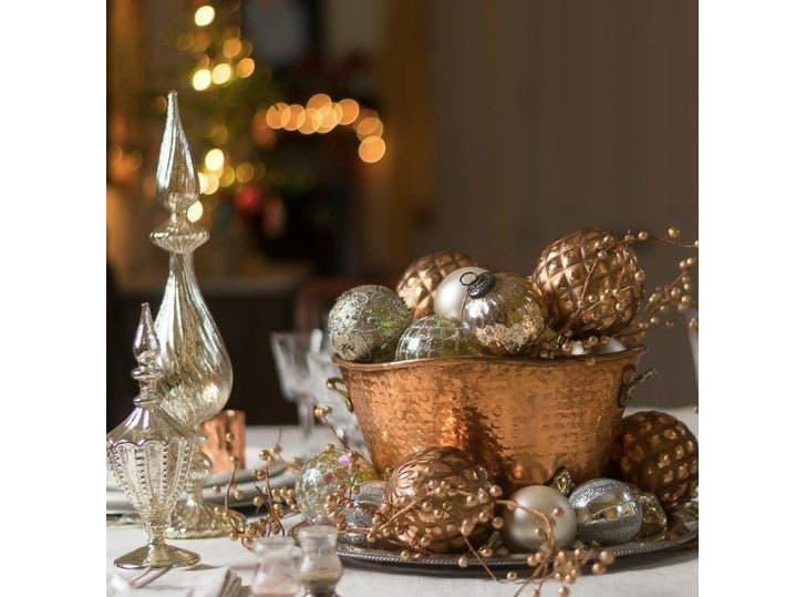Metallic Christmas table decorations idea1