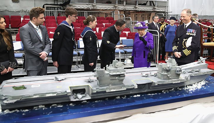 Queen Elizabeth cake replica 1