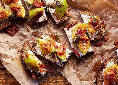 bacon fig ricotta tartines 290