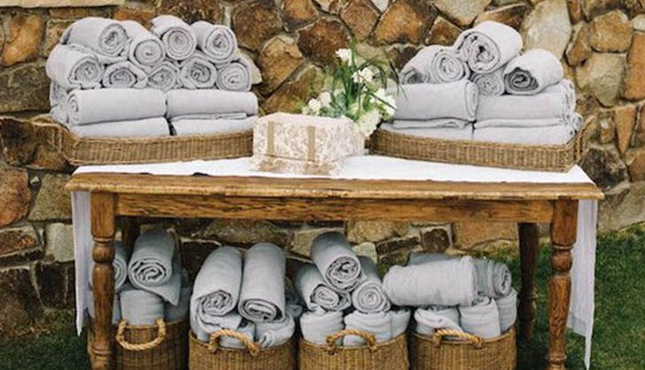 blankets for the guests winter wedding ideas