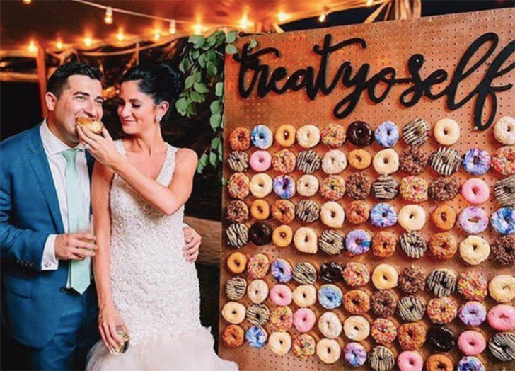 donut wall wedding trend